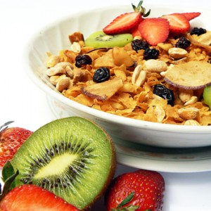 Balanced Breakfast: Cereal and fruits